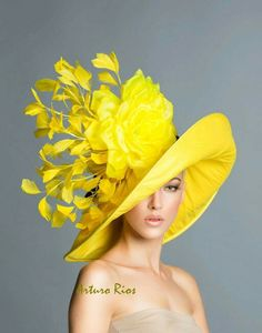 #fascinator #bibi #hat #Londres #UK #Reino #Unido #excentric #excentrique #excentricidad #fashion #mode #yellow #jaune #amarillo moda #Oscar de la #Renta