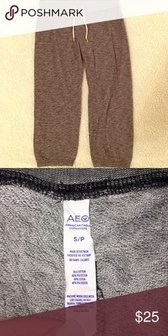American Eagle Outfitters Cropped Sweatpants - S Dark gray cropped sweatpants. Capri length. Only worn a few times. Very good condition. American Eagle Outfitters Pants Track Pants & Joggers