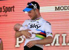 Cavendish with daughter at Giro