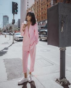 baby pink suit with white sneakers spring outfit ideas and style inspiration millennial pink bla baby pink suit with white sneakers spring outfit ideas and style inspiration millennial pink bla Laura Fashion nbsp hellip Teenager Fashion Trends, Trend Fashion, Look Fashion, Womens Fashion, Suit Fashion, Pink Outfits, Mode Outfits, Casual Outfits, Fashion Outfits