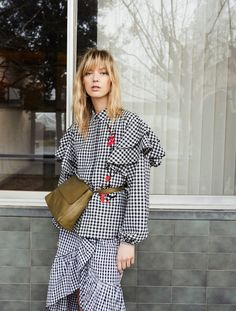 Discover the latest trends in Mango fashion, footwear and accessories. Shop the best outfits for this season at our online store. Street Style 2017, Printed Skirts, Printed Blouse, Mode Editorials, Mango Fashion, Manga, Fashion Prints, Blouses For Women, Outfit