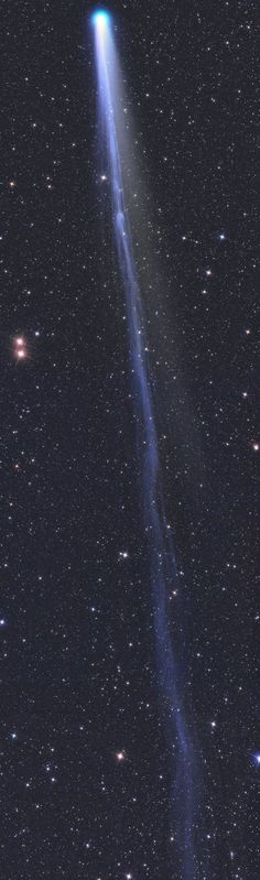 THE LONG TAIL OF COMET LOVEJOY: /La lunga coda della cometa #lovejoy, 30 volte la #luna #piena