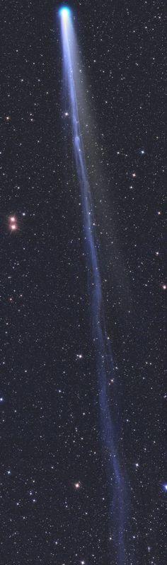 THE LONG TAIL OF COMET LOVEJOY: /La lunga coda della cometa #lovejoy, 30 volte la #luna #piena