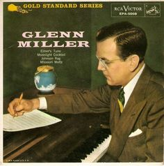 """7"""" Single on 45cat: Glenn Miller And His Orchestra - Glenn Miller - RCA Victor - USA Cd Album Covers, Classic Album Covers, Billy Mays, Glenn Miller, Jazz Blues, Country Of Origin, Orchestra, Singer, Albums"""