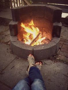 This is must see web content. Find out about diy backyard fire pit. Click the link to learn more. Outside Fire Pits, Cool Fire Pits, Diy Fire Pit, Fire Pit Backyard, Small Fire Pit, Backyard Projects, Outdoor Projects, Outdoor Decor, Backyard Ideas For Small Yards