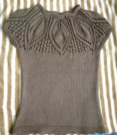 Amazing Knitting: Leaf Eyelet Blouse - full pattern here Sweater Knitting Patterns, Knitting Stitches, Knitting Designs, Knit Patterns, Knitting Projects, Knitting Needles, Knitting Machine, Vintage Knitting, Knit Crochet