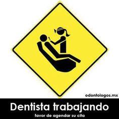 Dentista trabajando