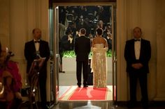 11/24/2009 President Obama and First Lady Michelle Obama stand at the North Portico of the White House as they await the arrival of Indian Prime Minister Manmohan Singah and Mrs.Gursharan Kaur for the State Dinner.