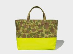 Not so much in love with Lemon green but totally fall in love with this camo printed and lemon green Totebag. It is sth. like Yin-Yang IMO.