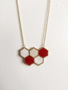 [orginial_title] – Necklace Ideas 4 You Miyuki pearl hexagon necklace – Golden, red, white: Necklace by feerie-lillo …… Miyuki pearl hexagon necklace – Golden, red, white: Necklace by feerie-lillo … Seed Bead Necklace, Seed Bead Jewelry, Bead Jewellery, Bead Earrings, Beaded Jewelry, Handmade Jewelry, White Necklace, Peyote Beading Patterns, Beaded Bracelet Patterns