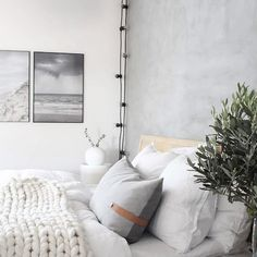 Kom inden for i Trines nordiske hjem med naturlige elementer og grønne planter her!