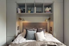 36 Awesome Modern Small Bedroom Design And Decor Ideas 36 Awesome Modern Small Bedroom Design And Decor Ideas Dream Bedroom, Home Bedroom, Modern Bedroom, Bedroom Decor, Bedroom Storage For Small Rooms, Small Bedroom Designs, Small Apartments, Interior Design Living Room, Storage Ideas