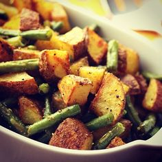 BAKED SWEET POTATOES AND GREEN BEANS -Yet another high carb low fat dinner on the Rawtill4 lifestyle. Potatoes make me feel full, yet I find them easy to digest (when consumed plain, without salt and only with homemade vegan dips and sauces) and they are so tasty.