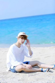 What is he holding.a shell?I love sanha s sandals Cha Eunwoo Astro, Astro Boy, Seoul, Astro Sanha, Astro Wallpaper, Astro Fandom Name, Lee Dong Min, Thing 1, Korean Bands