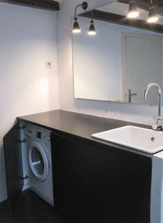mueble de baño lacado con lavadora escondida