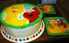 Inspiration for a Big Bird cake and cupcakes. Novelty Cakes Dubai. Sweet Secrets. www.sweetsecretsdubai.com
