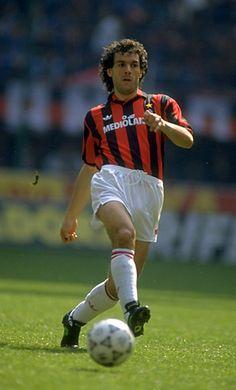 Roberto Donadoni (AC Milan, 1986–1996, 261 apps, 18 goals + 1997–1999, 24 apps, 0 goal)