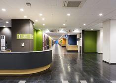 加賀市医療センター - WORKS | 島津環境グラフィックス有限会社 Hospital Signage, Hospital Design, Clinic Design, Medical Design, Environmental Graphics, Architecture, Green, Hospital Architecture, Arquitetura