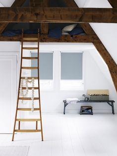 #zolder #hout #puur #wonen #inspiratie #raamdecoratie http://www.woninginrichtingdoetinchem.nl/