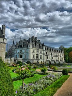 """Chateau Chenonceaux """"Guys, I want a castle. Beautiful Castles, Beautiful Buildings, Beautiful Places, Castle House, Castle Ruins, Places To Travel, Places To See, Beau Site, French Castles"""