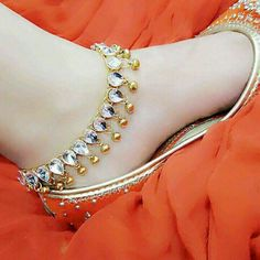 Best punjabi jutti for the woman of today Have you been curious about indian shoes Read more about Ankle Jewelry, Ankle Bracelets, Gold Jewelry, Wedding Jewelry, Jewlery, Baby Jewelry, Wedding Wear, Payal Designs Silver, Gold Designs