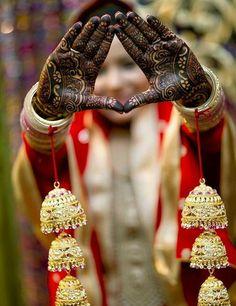Top Latest Kaleera Designs For Your Wedding - Bridal Kalire Design Indian Bridal Photos, Indian Wedding Poses, Indian Wedding Pictures, Bride Indian, Mehendi Photography, Indian Wedding Couple Photography, Bride Photography, Photography Tricks, Henna