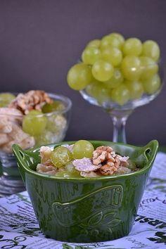Sałatka z kurczakiem i winogronami