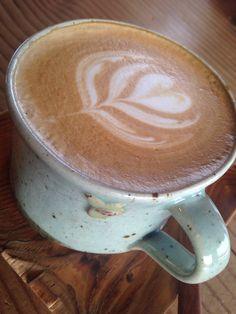 드라이브 중 우연히 들르게 된 카페 혼자 마시는 카페라떼도 가끔은 맛있다...