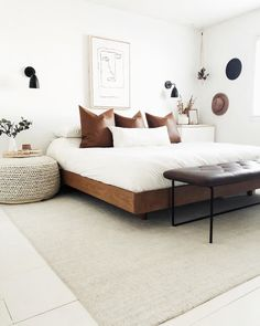 Browse our wide selection of Mid Century Modern furniture to bring effortless style to your home with beautiful modern bed frames & decor. Minimalist Bedroom Small, Minimalist Home, Minimalist Bed Frame, Small Modern Bedroom, Modern Bedding, Modern Beds, Modern Bedrooms, Minimalist Apartment, Modern Bed Pillows