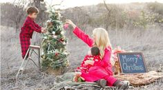 With festive pajamas, a decorated tree, and, most importantly, a family to celebrate with, these family Christmas images bring a big smile to our faces..