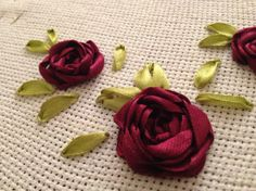 Wonderful Ribbon Embroidery Flowers by Hand Ideas. Enchanting Ribbon Embroidery Flowers by Hand Ideas. Types Of Embroidery, Rose Embroidery, Embroidery Stitches, Embroidery Patterns, Embroidery Saree, Vintage Embroidery, Ribbon Embroidery Tutorial, Silk Ribbon Embroidery, Ribbon Art