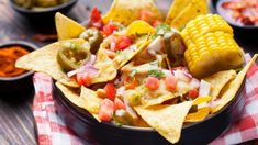 Host a memorable, delicious football party with this awesome Southwestern chicken nachos recipe, using our brands to save you money. Corn Snacks, Easy Snacks, Quick Easy Meals, Chicken Nachos Recipe, Chicken Chili, Restaurant Salsa, Nachos Supreme, Vegan Recipes, Cooking Recipes