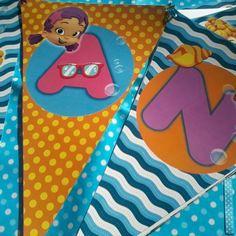 Banderín Decorativo con el nombre de la cumpleañera. Tema: Bubble Guppies.