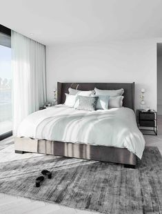 """This is how the """"Downtown Dream"""" look works: Welcome to Montreal & in the new p . - The Home Decor Trends Bedroom Carpet, Bedroom Bed, Bedroom Inspo, Dream Bedroom, Bedroom Decor, Modern Bedroom Furniture, Bedrooms, Couple Bedroom, Home Decor Trends"""