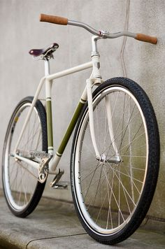 There's few pleasures in life more honest than a good bike ride. Perhaps that's one of the reasons for the resurgence of interest in cycling these days. But even cycling can get complicated — just ask any pro racer. The latest machine to emanate from the workshop of Ezra Caldwell and Fast Boy Cycles, however, epitomizes the innocent beauty of the bicycle.