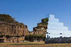 Installation von Shirin Abedinirad
