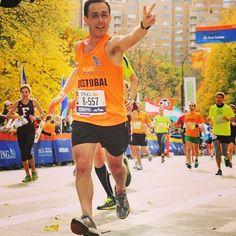 Nuestro socio Cristóbal Torrealba correrá en octubre su segundo maratón major al participar en los 42,195 metros de Chicago. En noviembre del año pasado comenzó el circuito con New York (en la foto) #RunForLife
