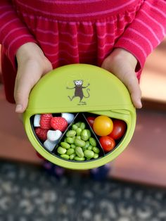 Kinder Snackbox für gesunde Snacks unterwegs Snack box with 5 compartments. Ideal for children in kindergarten, school, picnics or when traveling. Space-saving - in the original CD form - this snack b Snack To Go, Snack Box, Lunch Box, Kids Lunch For School, Healthy School Lunches, Healthy Snacks, Best Friend Birthday, Food And Drink, Highlight