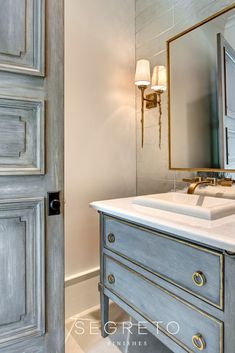 Seeking ideas for your bathroom design? STOP RIGHT HERE for Antique Vintage Style Bathroom Vanity Inspiration and photos of lovely interior design bliss. Bad Inspiration, Bathroom Inspiration, Bathroom Ideas, Bathroom Renovations, Modern Bathroom Design, Bathroom Interior Design, Powder Room Vanity, Powder Rooms, Bad Styling