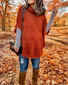 I'm so excited to share this poncho with you today that would be absolutely perfect to wear for a thanksgiving outfit! This super soft eyelash poncho. Legging Outfits, Sweater Outfits, Cute Maternity Outfits, Pregnancy Outfits, Maternity Fashion, Casual Maternity, Poncho Outfit, Pullover Outfit, Mode Outfits