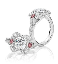 Diamond Rhapsody with Pink by Olivar Musson: 1.5ct round brilliant cut Australian Argyle diamond. Complimenting this beautiful diamond is a pair of vivid Australian pink diamonds, one to each side.