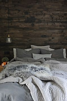 Svenngården = mixed textures creates a luxe feel to this room Bedroom Inspo, Home Bedroom, Master Bedroom, Bedroom Decor, Rooms Decoration, Luxury Decor, Home And Deco, Dream Rooms, Beautiful Bedrooms