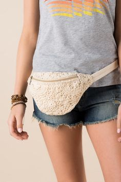 Marvelous Crochet A Shell Stitch Purse Bag Ideas. Wonderful Crochet A Shell Stitch Purse Bag Ideas. Crochet Wallet, Crochet Belt, Crochet Shell Stitch, Love Crochet, Knit Crochet, Crochet Handbags, Crochet Purses, Cute Fanny Pack, Waist Purse
