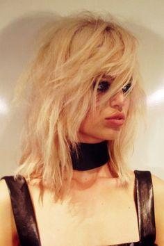 Edgy rocker chic shag by Sam McKnight at Tom Ford Spring Summer 2015 fashion… New Hairstyle Cutting, 2015 Hairstyles, Grunge Hairstyles, Sam Mcknight, Rocker Chick, Medium Long Hair, Hair Creations, Long Bob, Gorgeous Hair