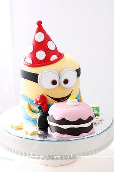 Beautiful 3D Party Minion cake