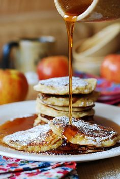 Apple cinnamon Greek yogurt pancakes. These thick pancakes are stuffed with shredded apples and spiced up with cinnamon & vanilla - a true Fall treat! Got to make these this weekend!  | JuliasAlbum.com | #breakfast #fruit
