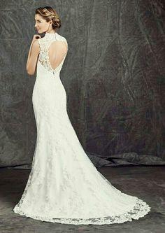 Waanzinnig mooi is de open rug in deze Ella Rosa trouwjurk.. Klassiek maar toch ook net een beetje anders..
