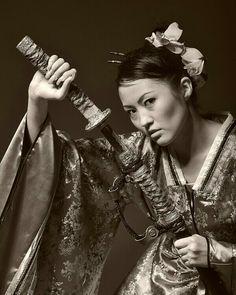 Geisha with sword Female Samurai, Female Knight, Samurai Warrior, Female Ninja, Warrior Spirit, Warrior Girl, Warrior Women, Katana Girl, Samurai Artwork