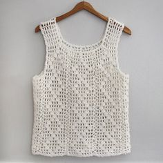 HEARTBURN VINTAGE ::: Vintage White Handmade Crochet Knit Sleeveless Festival Tank Top para vender Your place to buy and sell all things handmade Débardeurs Au Crochet, Easy Crochet, Crochet Stitches, Crochet Patterns, Crochet Bodycon Dresses, Black Crochet Dress, Crochet Blouse, Handgestrickte Pullover, Diy Couture