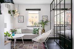 Jak urządzić małe mieszkanie: 35 m. kw. z przeszkloną sypialnią